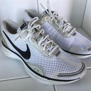 Nike running shoes sz. 9.5